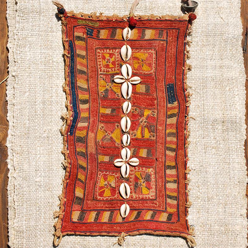 BAJARA PARCHE ANTIGUO de artesania CAJAS INDIAS BANJARAS CAJAS NEPAL